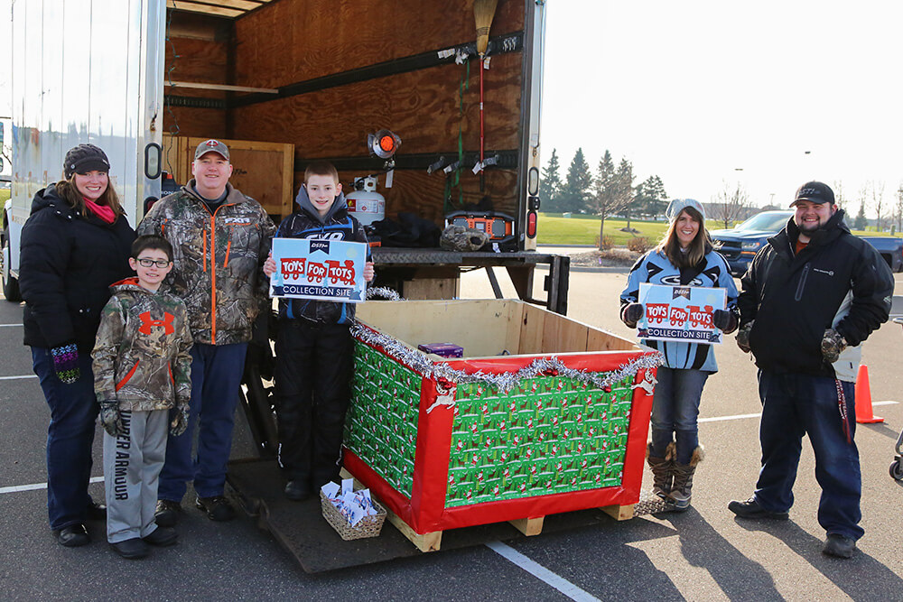 Related Photo: DSTI Brings Holiday Cheer to Local Families